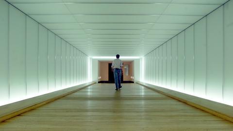 Kunst am Bau: Lichttunnel im Auswärtigen Amt