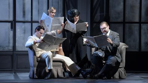Szene aus La Gazzetta in der Oper Frankfurt