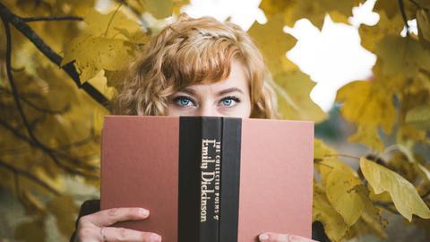 Lyrik Gedichte Herbstlaub Emily Dickinson