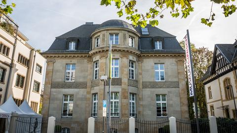 Das Gebäude des Museum Giersch am Museumsufer in Frankfurt am Main