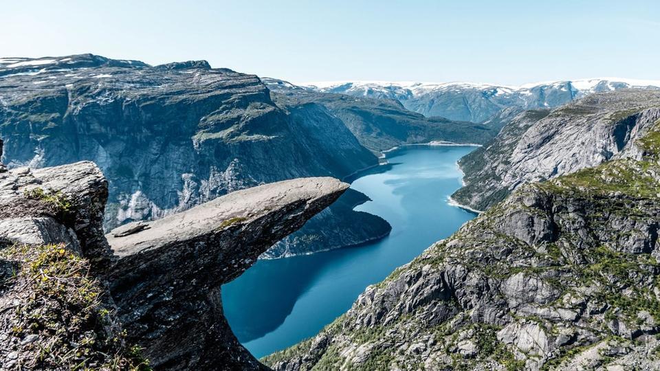 Norwegen: Trolltunga in der Kommune Odda