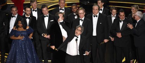 "Peter Farrelly nimmt den Oscar 2019 für den besten Film für ""Green Book"" entgegen"