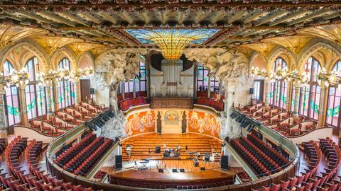Blick in den prächtigen Konzertsaal des Palau de la Música Catalana