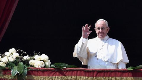 """Papst Franziskus beim Segen """"Urbi et Orbi"""""""
