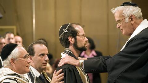 Ein Absolvent des Abraham-Geiger-Kollegs gehört zu den ersten drei Rabbinern, die nach dem Zweiten Weltkrieg wieder in Deutschland ordiniert wurden.