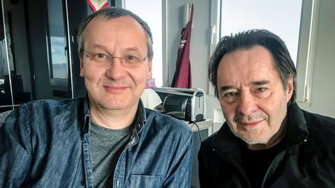 Moderator Knut Elstermann und Uwe Kockisch (von links)