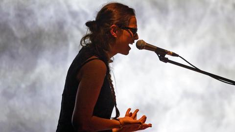 Maja Osojnik vom Duo Rdeča Raketa bei den Donaueschinger Musiktagen 2019