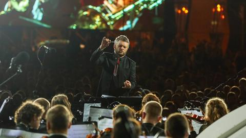 Kirill Karabits dirigiert.