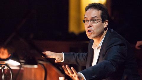 Leonardo García Alarcón dirigiert