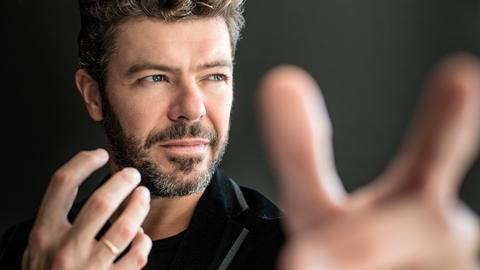 Pablo Heras-Casado dirigiert.