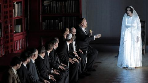 Marlis Petersen und das Ensemble der Bayerischen Staatsoper