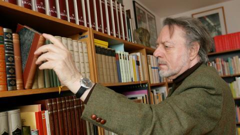 Ror Wolf 2008 in seiner Wohnung in Mainz
