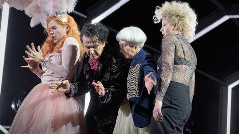 Schauspiel Frankfurt: Geschlossene Gesellschaft: Anna Kubin, Matthias Redlhammer, Heidi Ecks, Patrycia Ziolkowska