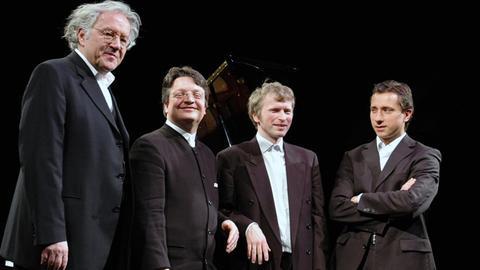 Das Merlin Ensemble Wien und Hermann Beil (li.)