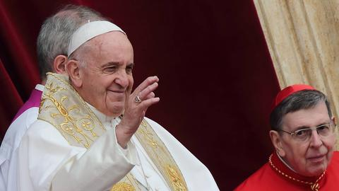 "Papst Franziskus erteilt den Segen ""urbi et orbi"" bei der Ostermesse 2019"