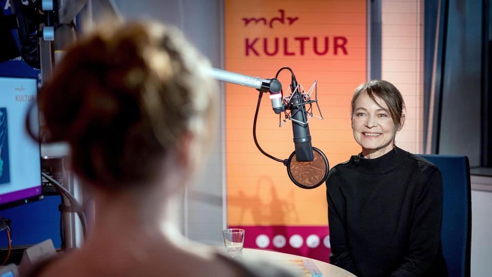 """Gesprächsgäste im Radiostudio während der """"Virtuellen Buchmesse"""""""