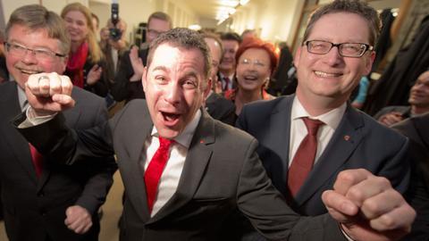 Sven Gerich (SPD, M.) nach seinem Wahlsieg 2013