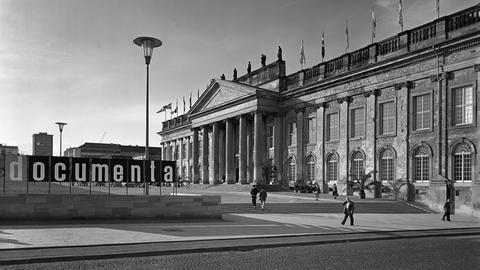 Museum Fridericianum mit Schriftzug der ersten Documenta (1955)
