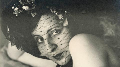 Kunstarchiv Darmstadt: Gertrud Arndt - Maskenfoto 19