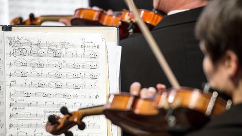 Partitur mit Geigen