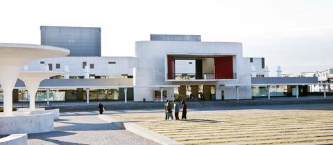 Frontalansicht des Staatstheater Darmstadt