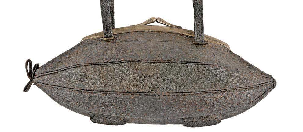 Handtasche in Form eines Zeppelin, um 1910