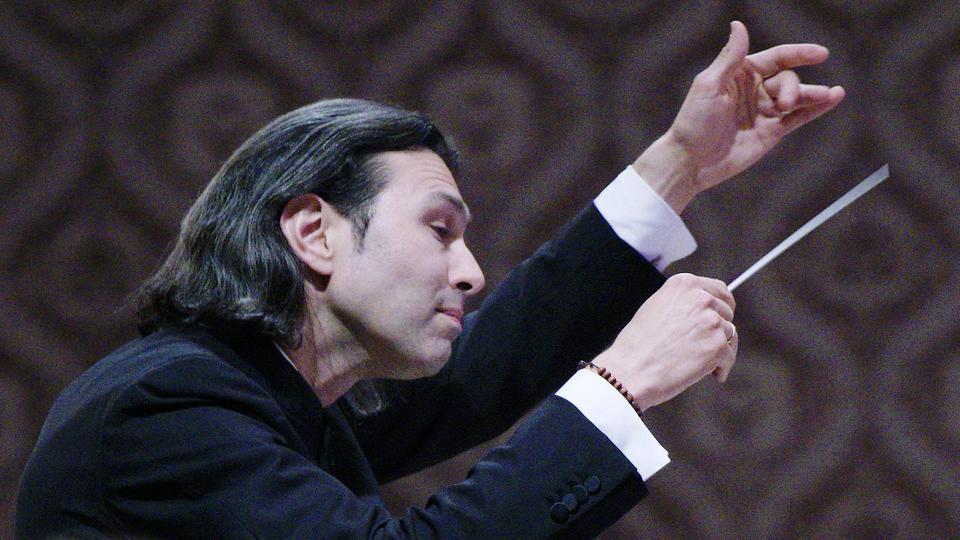 Vladimir Jurowski dirigiert.