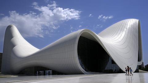 Heydar Aliyev Center in Baku von Architektin Zaha Hadid